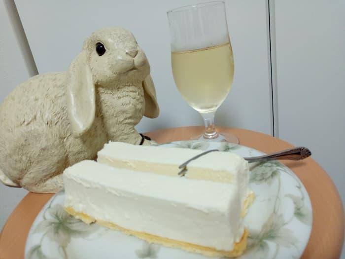 千趣会の優待で購入したベルメゾンネット レアチーズケーキバーと白ワイン